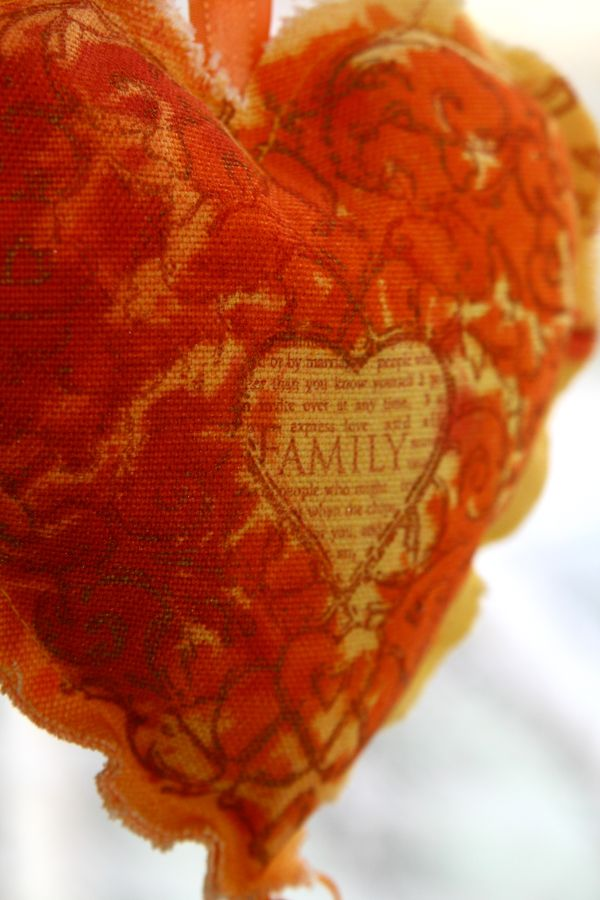 Family heart.detail2