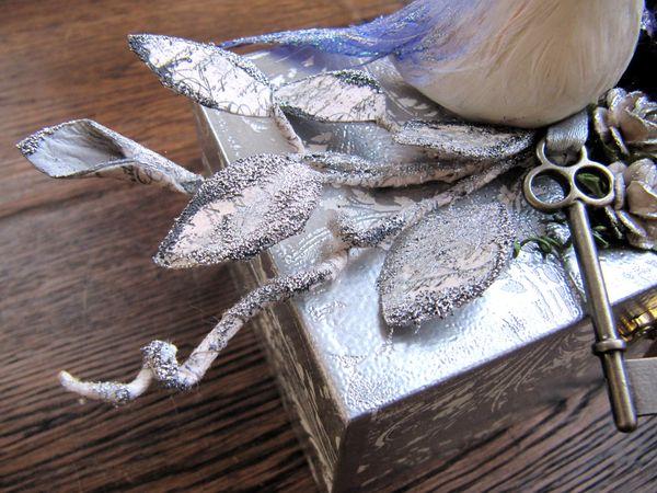 Silver box.detail1