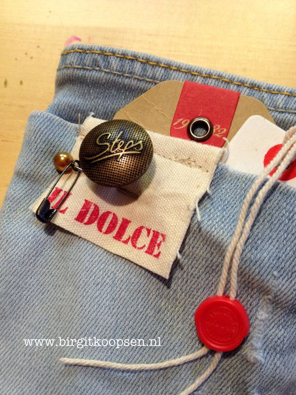 Tag album pocket - button
